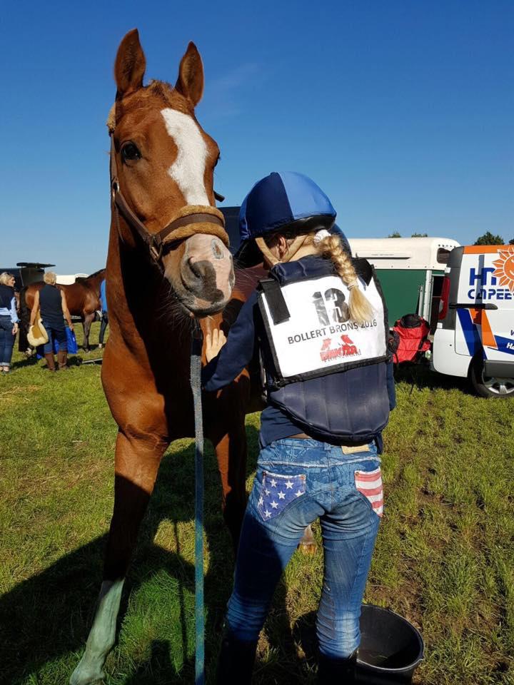Leonore en haar knappe pony namen afgelopen weekend de 1e prijs mee naar huis